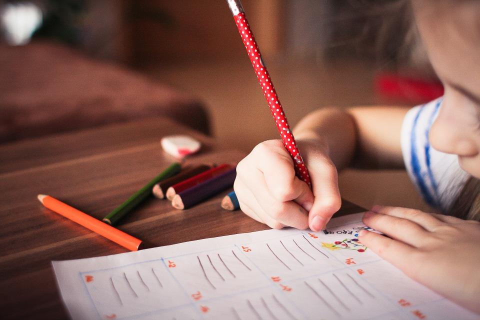 Inscrire son enfant dans une école Montessori à Paris
