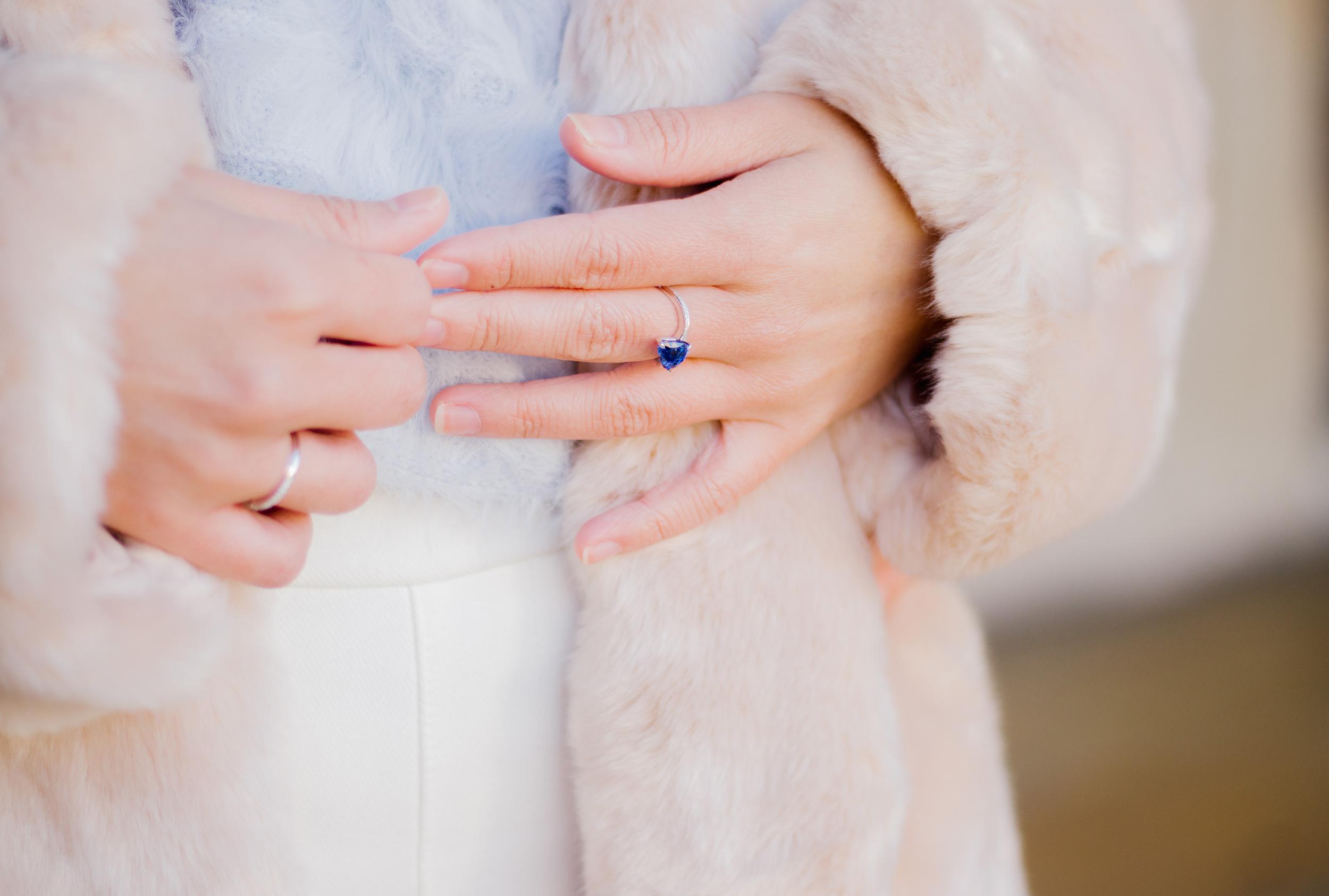 5 raisons de choisir une bague de fiançailles saphir